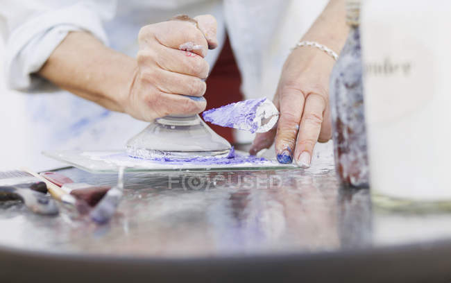 Female painter using printing block — Stock Photo