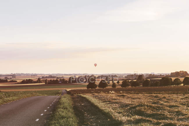 Empty road in countryside — Stock Photo