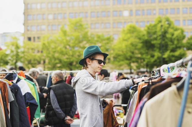 Young man at flea market — Stock Photo