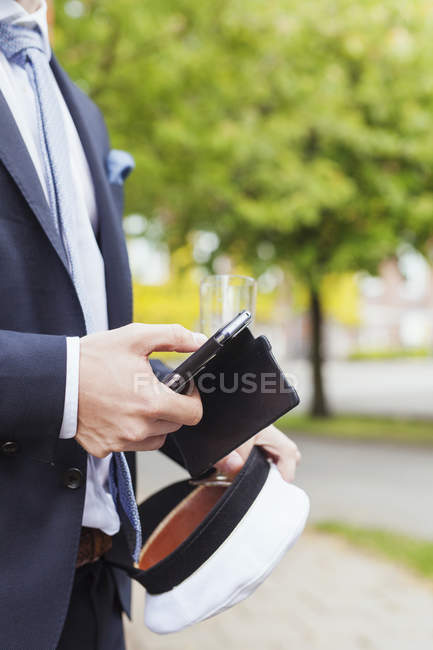 Graduate using smart phone — Stock Photo