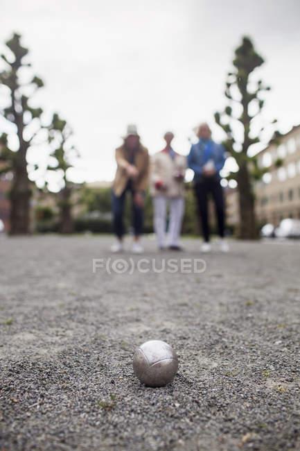 Senior women playing boule — Stock Photo