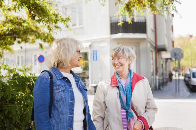 Senior women talking on street — Stock Photo