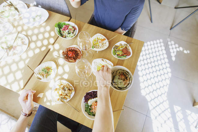 Couple having lunch at restaurant — Stock Photo