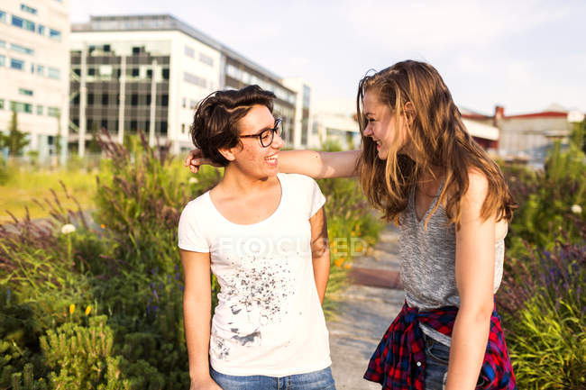 Smiling female friends — Stock Photo