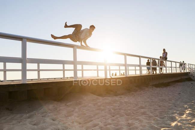 Man jumping over railing — Stock Photo
