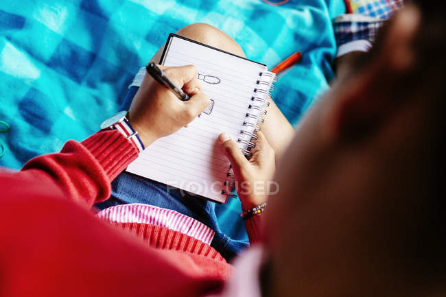Wniversity student writing at park — Stock Photo