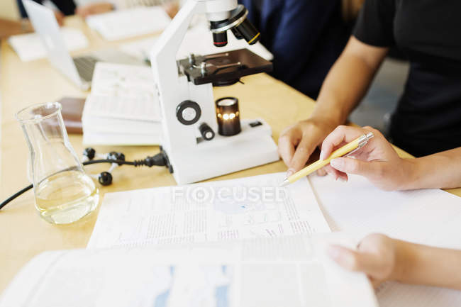 Students in chemistery science class — Stock Photo