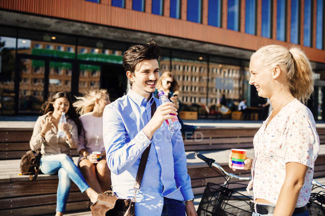Friends having refreshments on street — Stock Photo