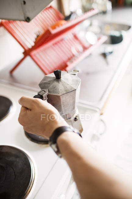 Man holding coffee maker — Stock Photo