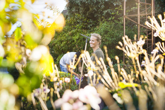 Happy couple gardening together — Stock Photo