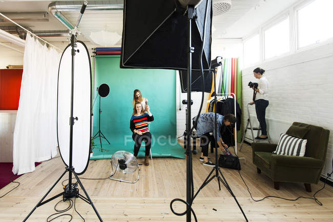Fashion model in preparation for photo shoot — Stock Photo