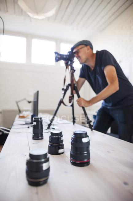 Photographer using SLR camera — Stock Photo