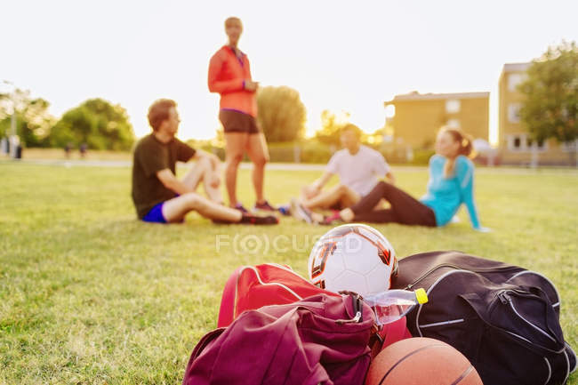 Friends relaxing on field — Stock Photo