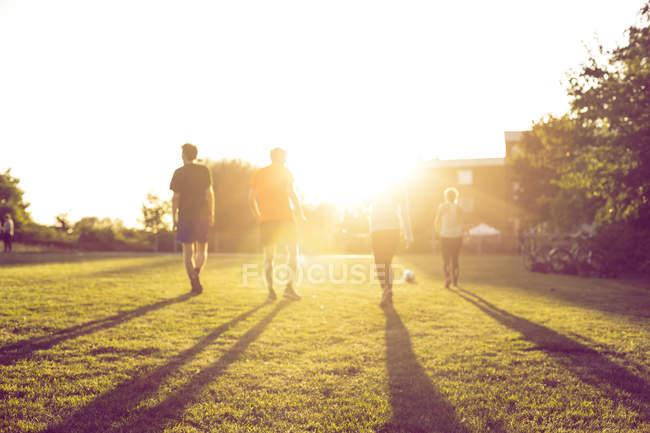 Men and women walking at park — Stock Photo