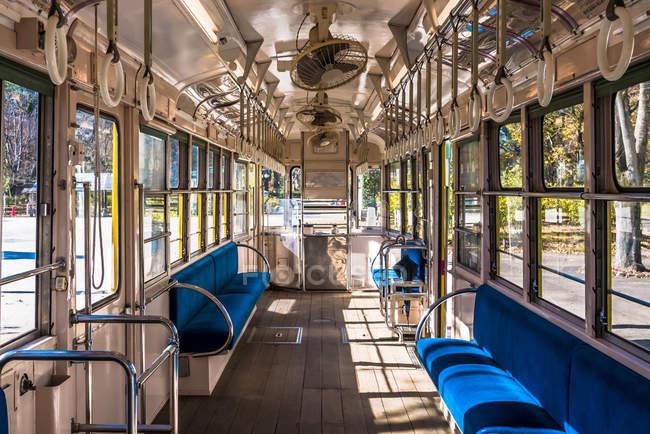 Antiguo tranvía en el Museo de Arquitectura - foto de stock