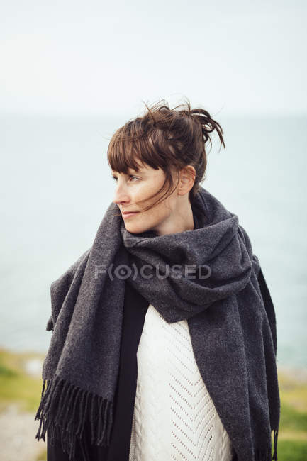 Adult woman looking away — Stock Photo