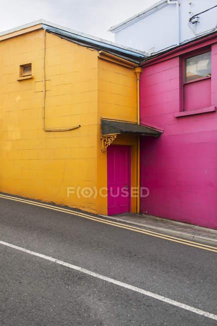 Экстерьер красочные здания по улице — стоковое фото