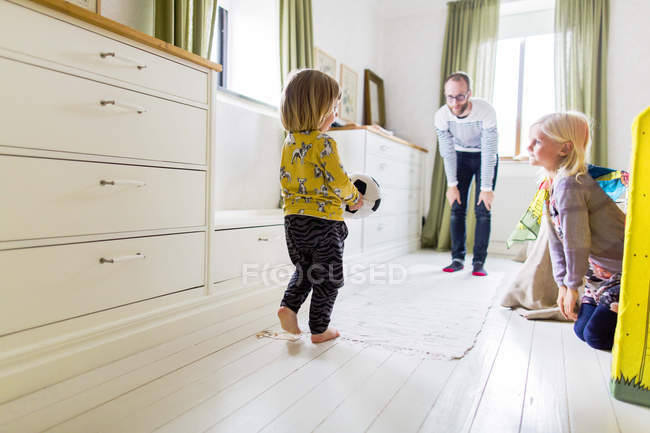 Father and daughter watching girl at home — Stock Photo