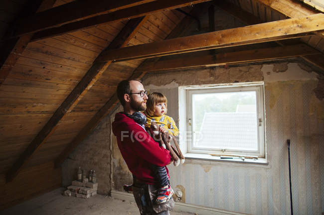 Father and daughter examining attic — Stock Photo