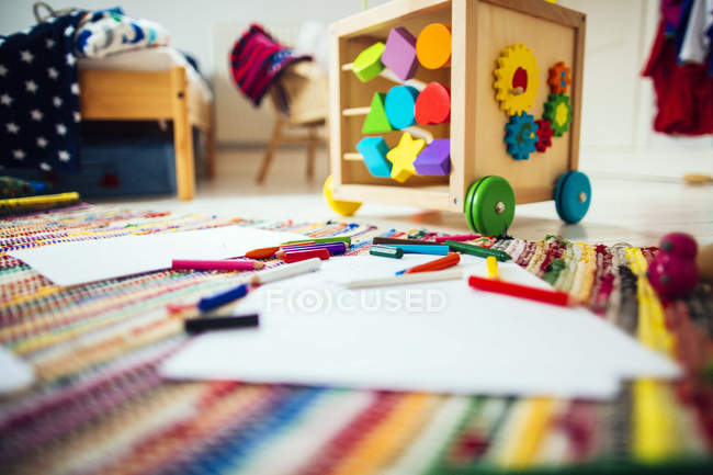 Colored pencils and drawing papers — Stock Photo