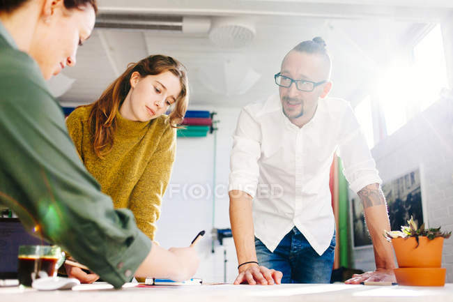 Businessman with female colleagues — Stock Photo
