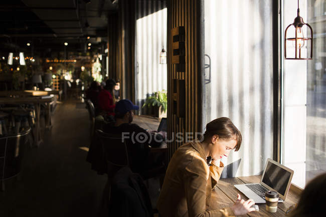 Woman using smart phone — Stock Photo