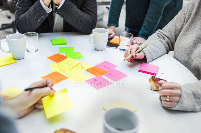 Business people with adhesive notes — Stock Photo