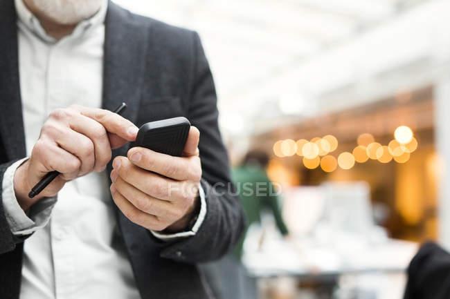 Senior businessman using mobile phone — Stock Photo