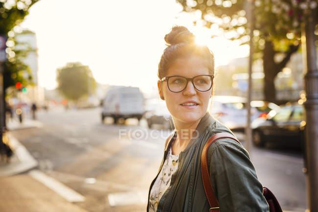 Woman on city street — Stock Photo