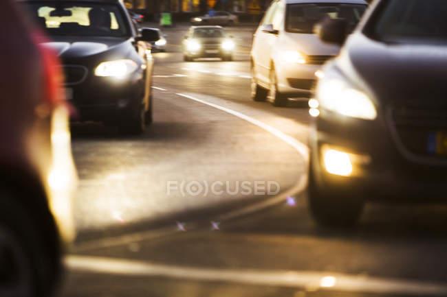 Lumineux des phares de voitures — Photo de stock