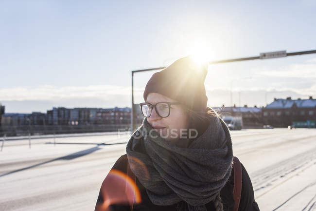 Mulher olhando para longe — Fotografia de Stock