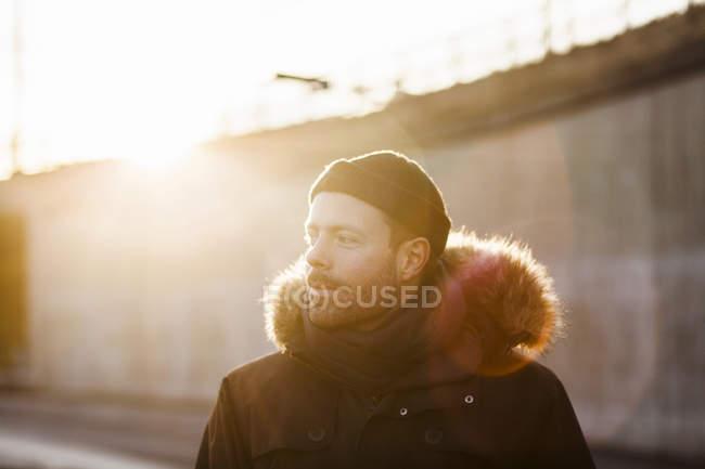 Uomo in giornata di sole — Foto stock