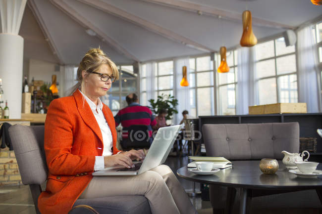 Businesswoman using laptop — Stock Photo