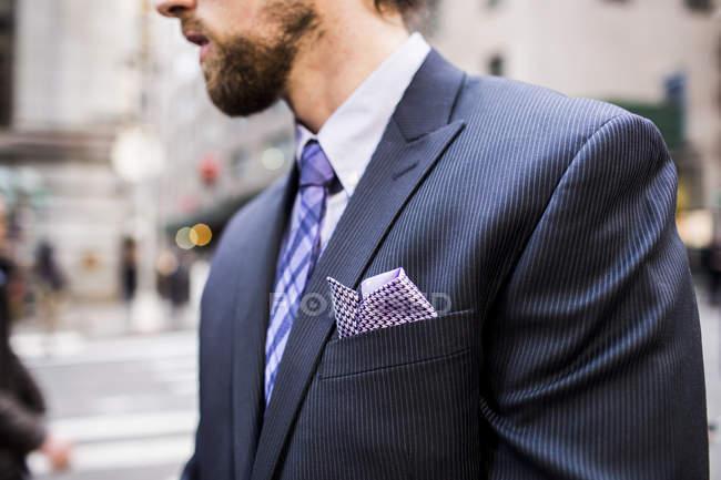 Businessman standing on city street — Stock Photo