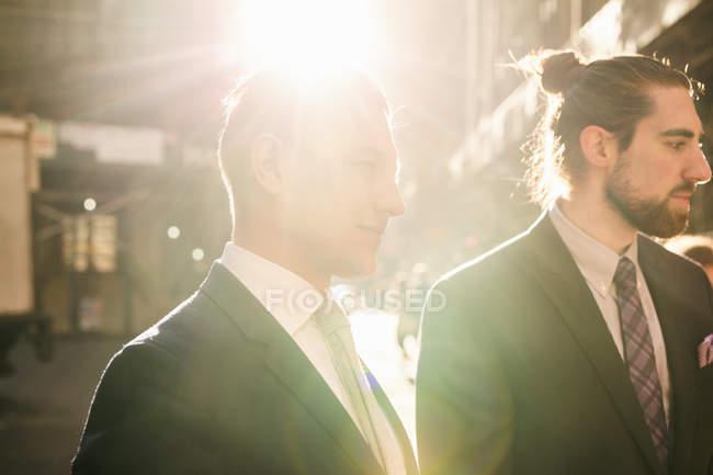 Businessmen standing in city — Stock Photo