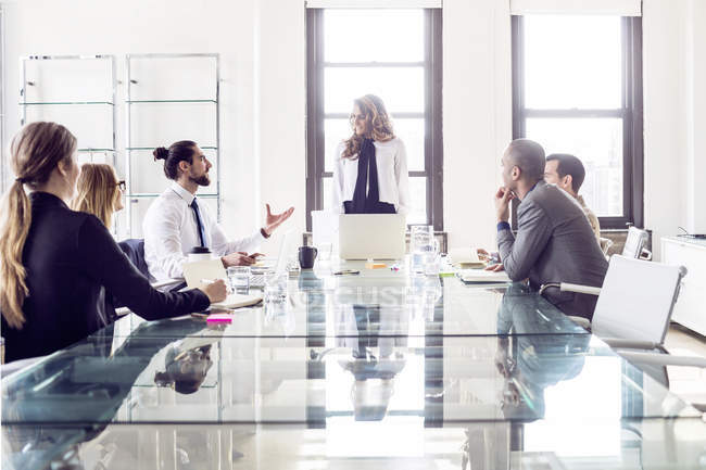 Businesswoman explaining to colleagues — Stock Photo