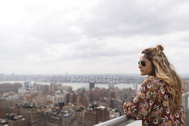 Woman looking at city view — Stock Photo