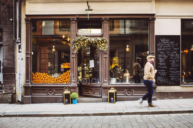 Man walking by cafe — Stock Photo