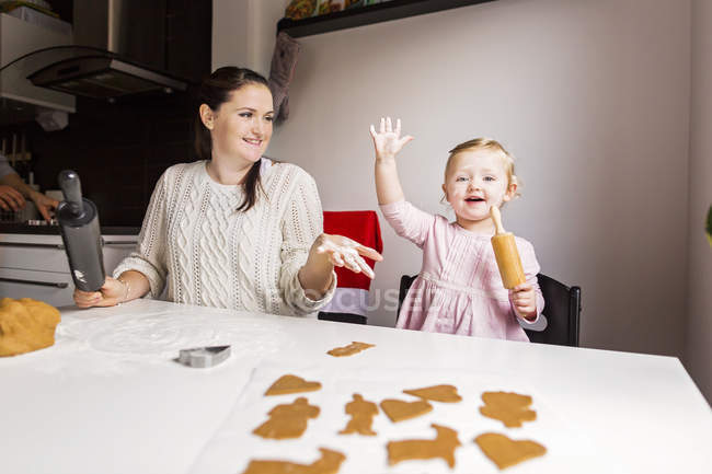 Mother and daughter enjoying while making cookies — Stock Photo
