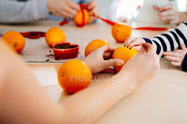 Family preparing Christmas decorations — Stock Photo