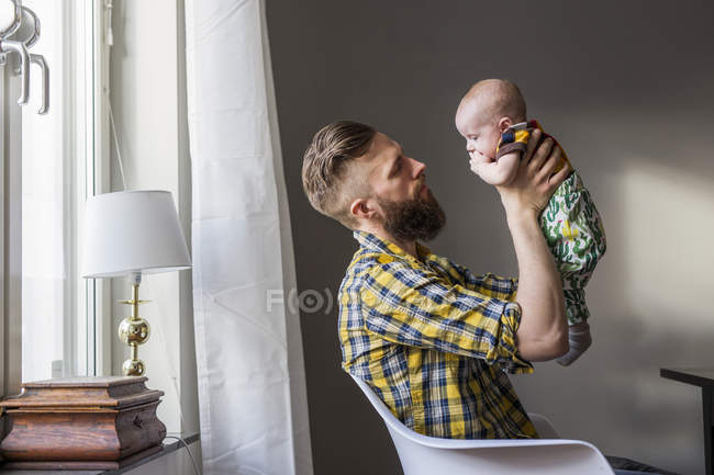 Father carrying daughter — Stock Photo