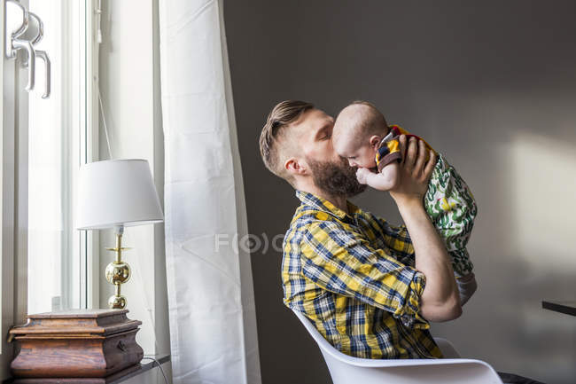 Father kissing daughter — Stock Photo
