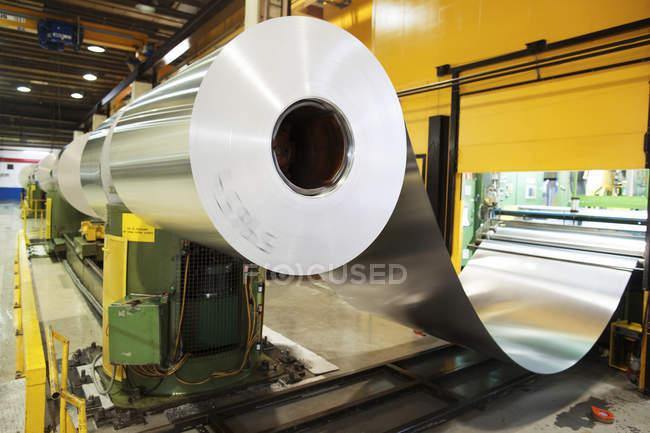 Aluminium métal roulé en usine — Photo de stock