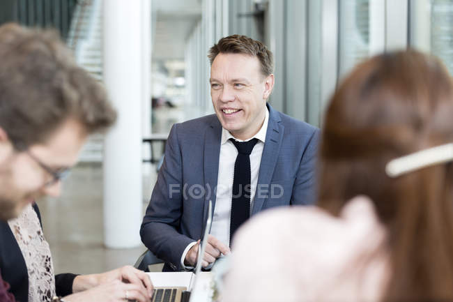 Businessman communicating with coworkers in meeting — Stock Photo