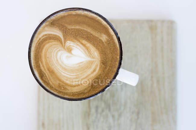 Forma de coração no capuccino — Fotografia de Stock