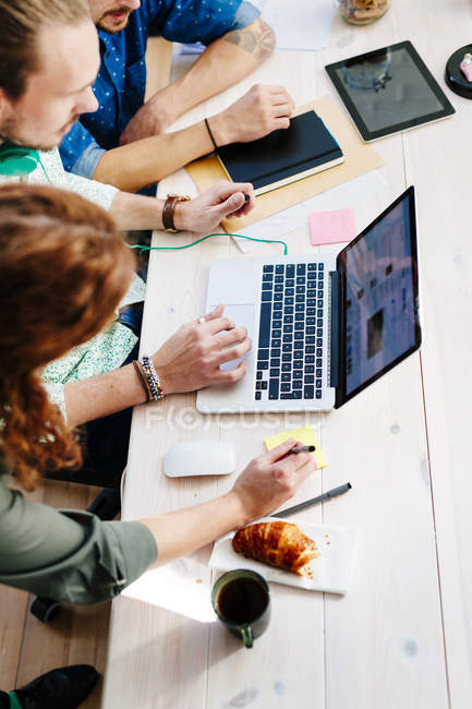 Business people preparing presentation — Stock Photo