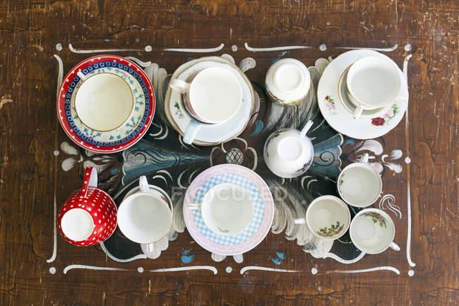Various tea cups and saucers — Stock Photo