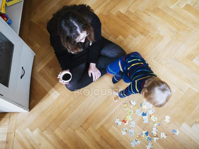 Женщина с девочка — стоковое фото