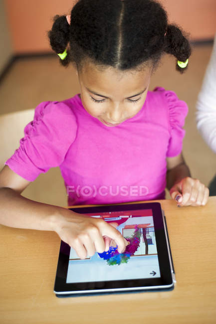 Girl painting on digital tablet — Stock Photo