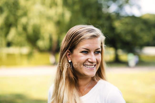 Smiling beautiful woman at park — Stock Photo
